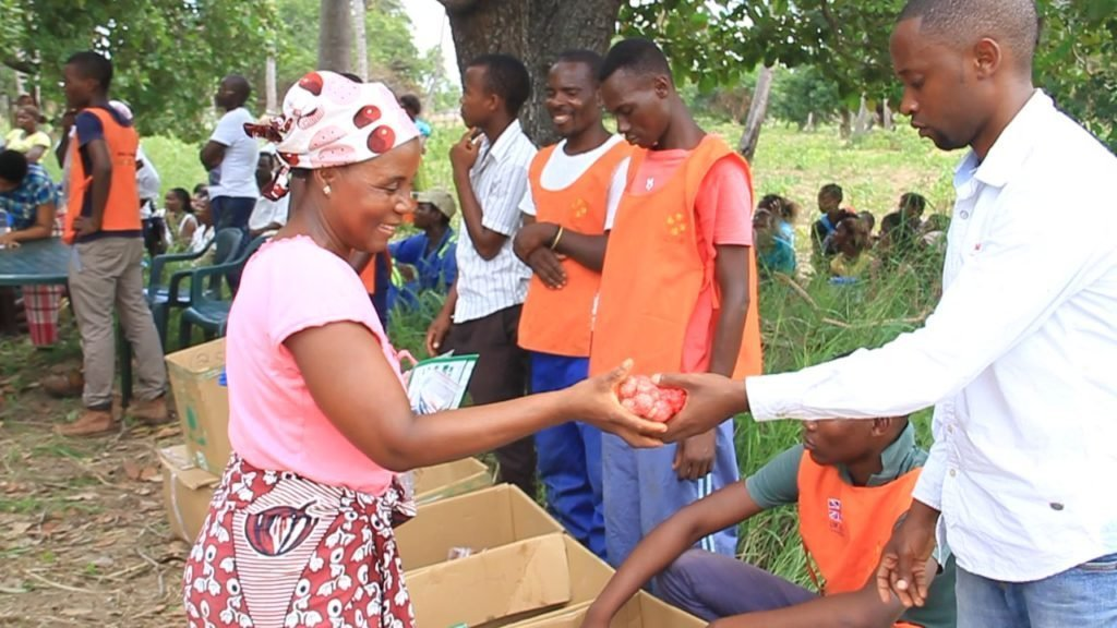 Village close to Funhalouro district, in the southeast of Mozambique. CARE is distributing drought-resistant seeds, which include sorghum, cowpea, ground nuts, pineapple seedlings, maize and millet, including tools such as a hoe, an axe and a machete to more than 47,000 small scale farmers.