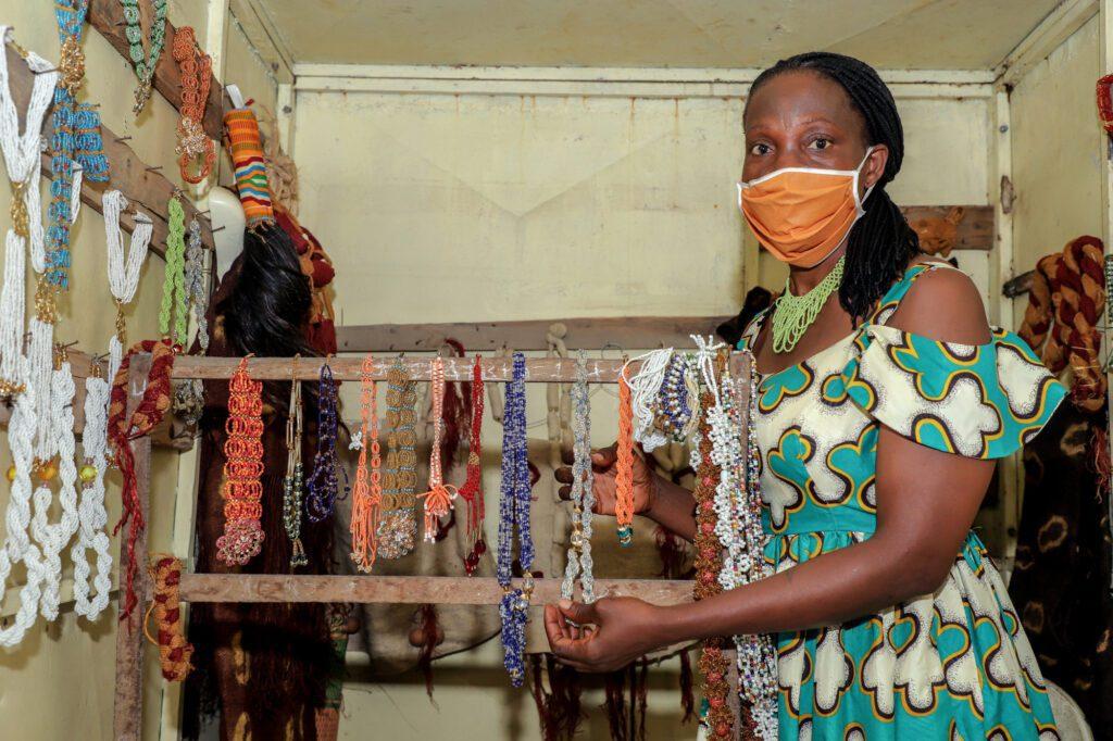 Kouamé Clarisse, pearl craftswoman in Côte d'Ivoire