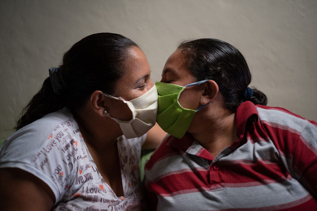 A pandemic kiss in Ecuador by Vicente Gaibor del Pino/CARE