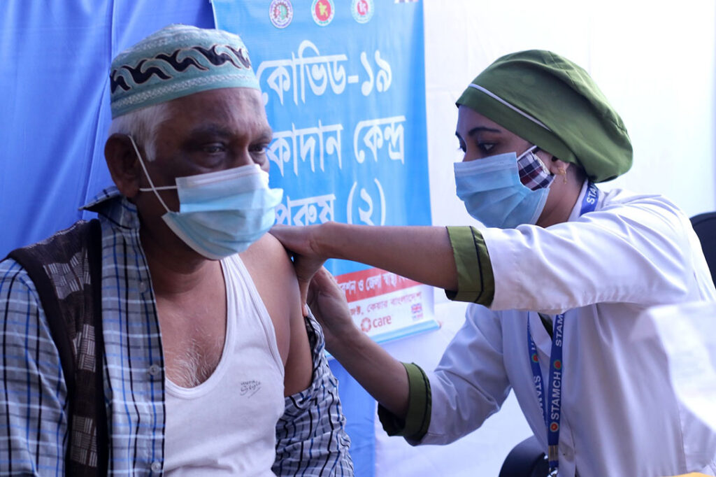 COVID-19 vaccination in Bangladesh, March 2021. Photo: Asafuzzaman Captain/CARE Bangladesh