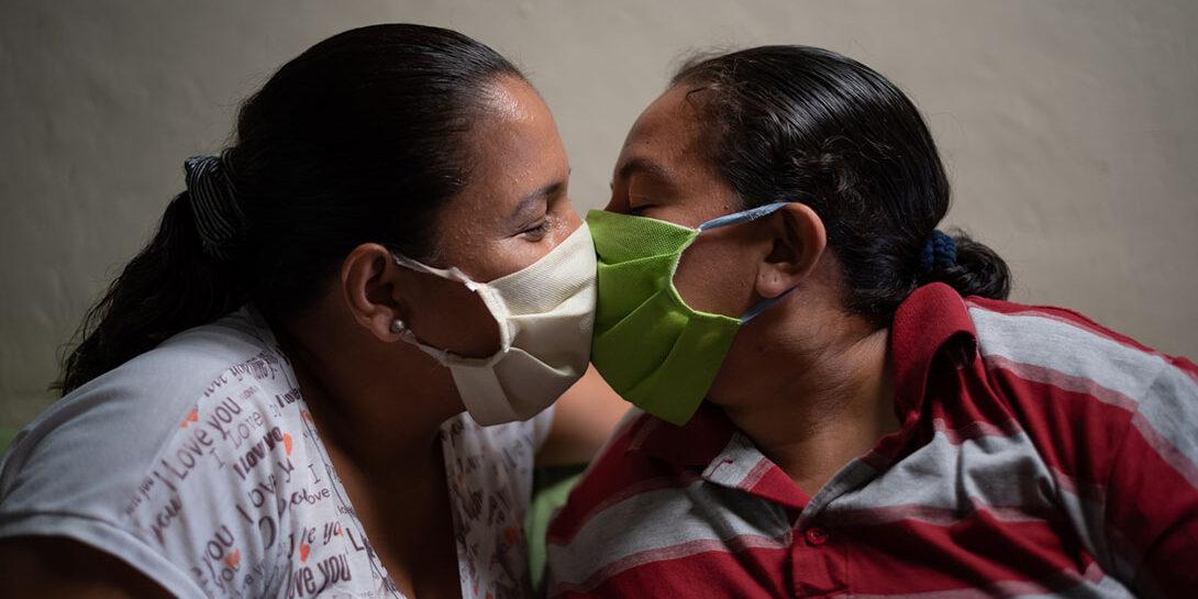 A pandemic kiss in Ecuador by Vicente Gaibor del Pino/CARE